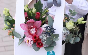 Как выбрать цветы для учителя: разбираем состав и тренды флористики для выпускного сезона 2021