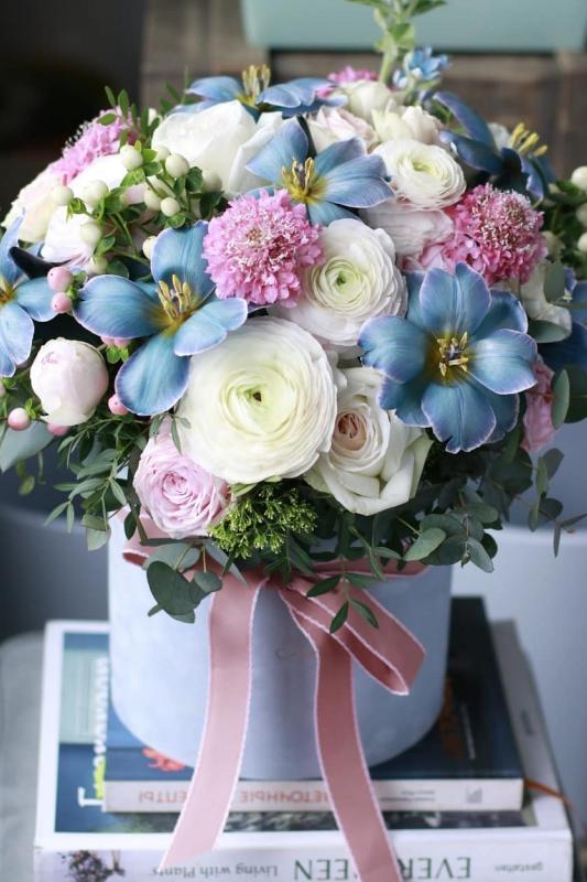 Шляпная коробка с цветами C0095