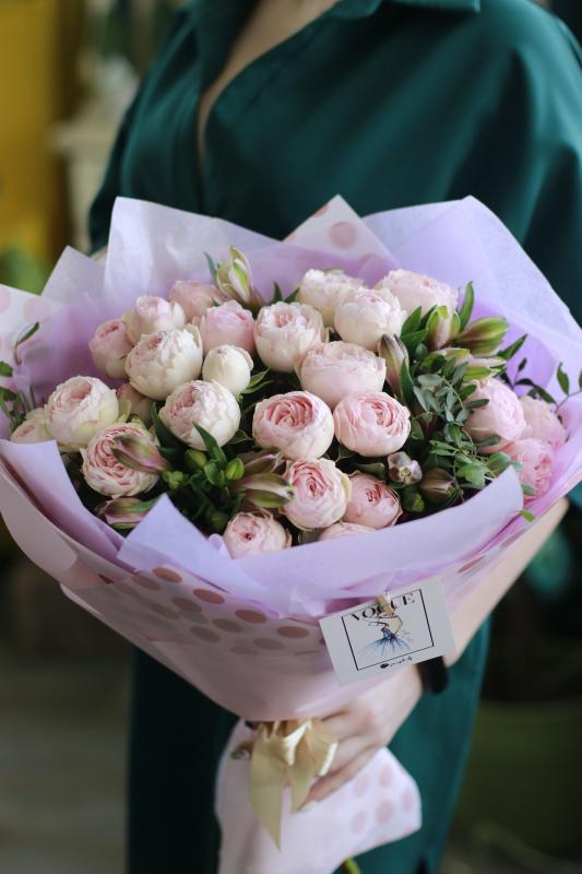 Букет из пионовидных роз А0052