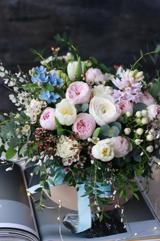 Цветы в шляпной коробке C0085