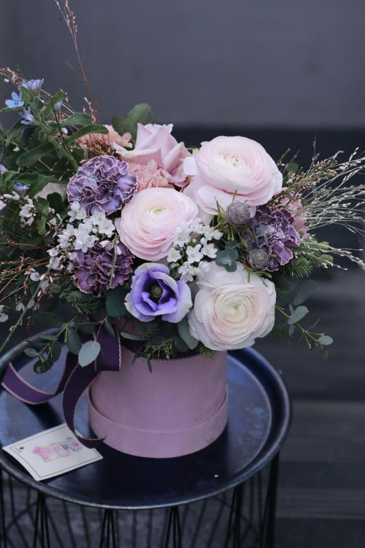 Цветы в шляпной коробке С0086