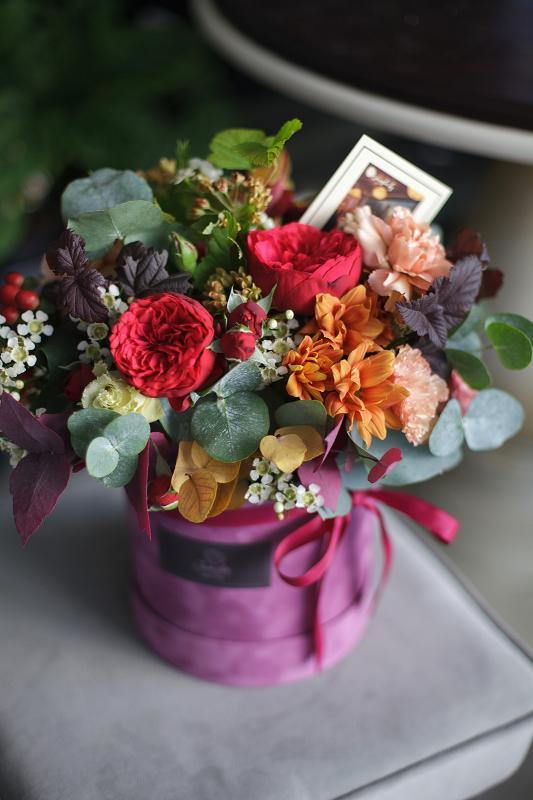 Цветочная композиция в шляпной коробке С0133