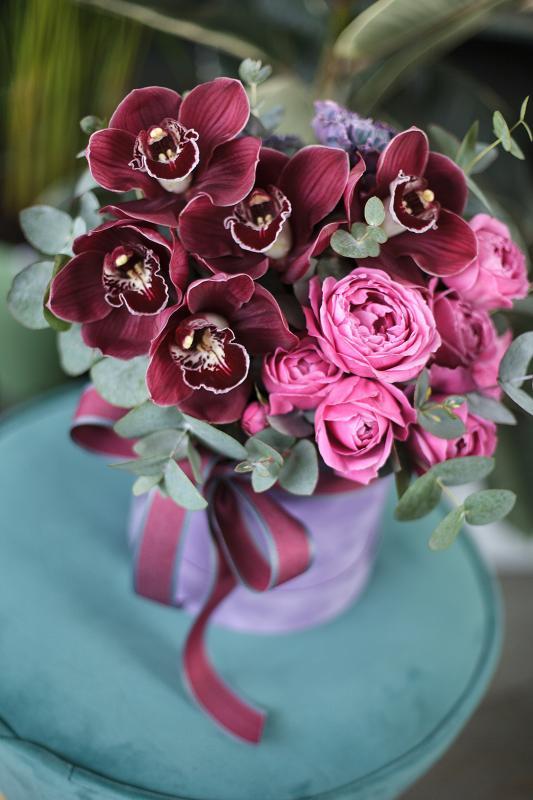Шляпная коробка с цветами C0142