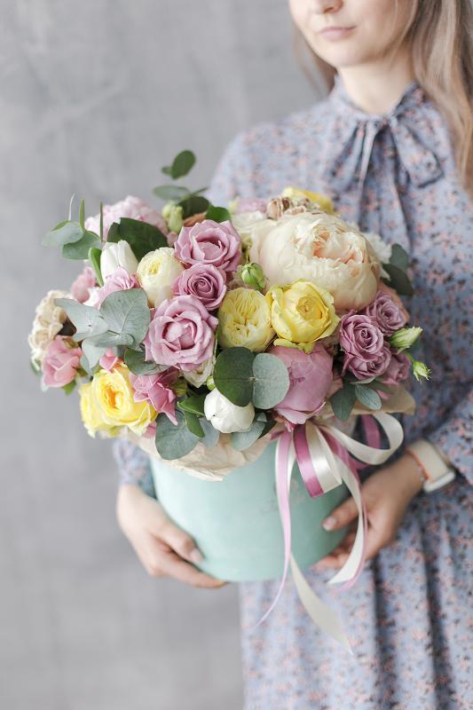 Шляпная коробка с цветами C0015