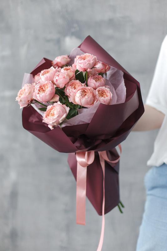 Мононбукет из пионовидных роз сорта Джульетта