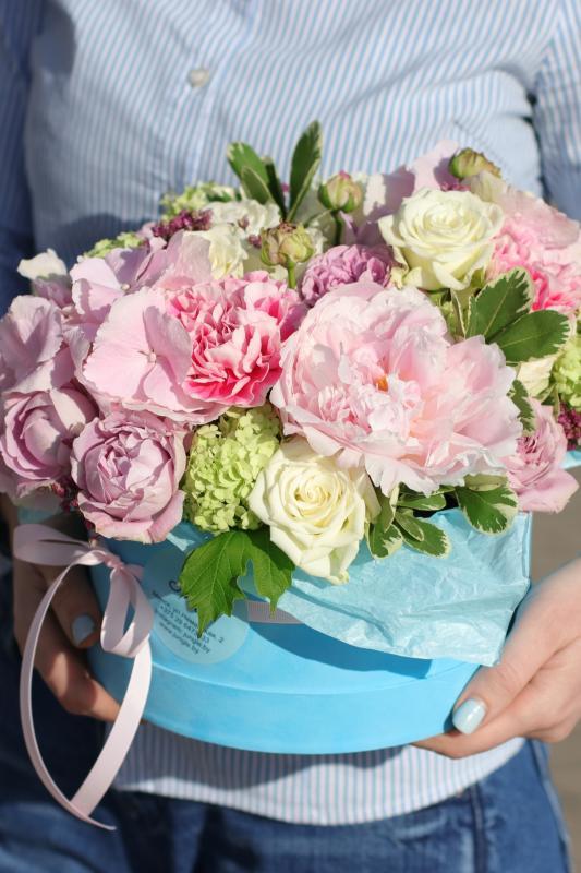 Шляпная коробка с цветами C0002