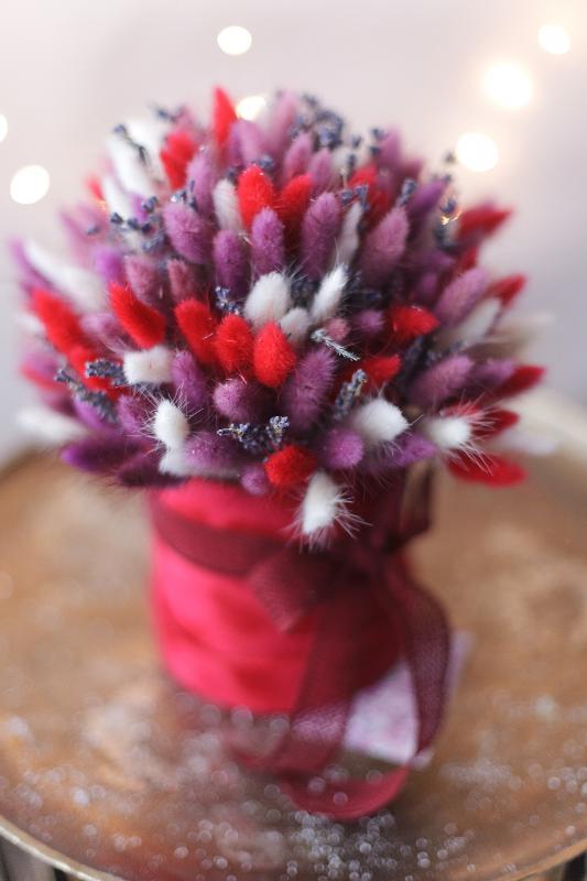 Композиция из сухоцветов в бархатной шляпной коробке Х00036