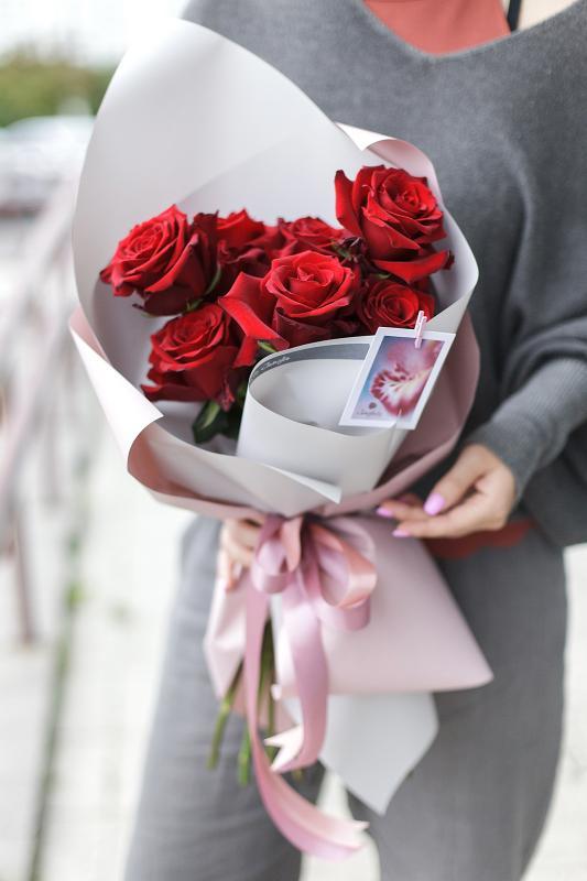 Букет алых роз A0049