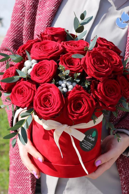 Шляпная коробка с цветами C0001