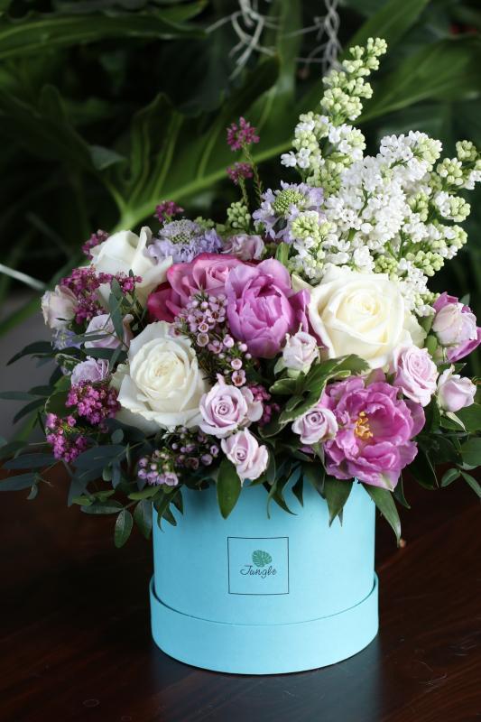 Шляпная коробка с цветами C0007