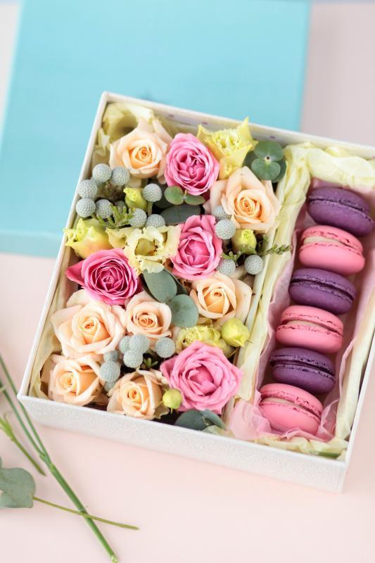 Коробка с цветами C0008
