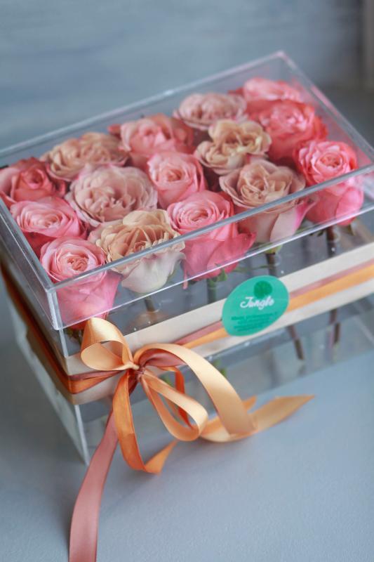 Коробка с цветами C0018