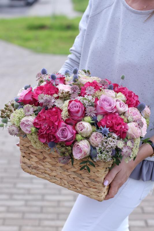 Корзина с цветами С0036