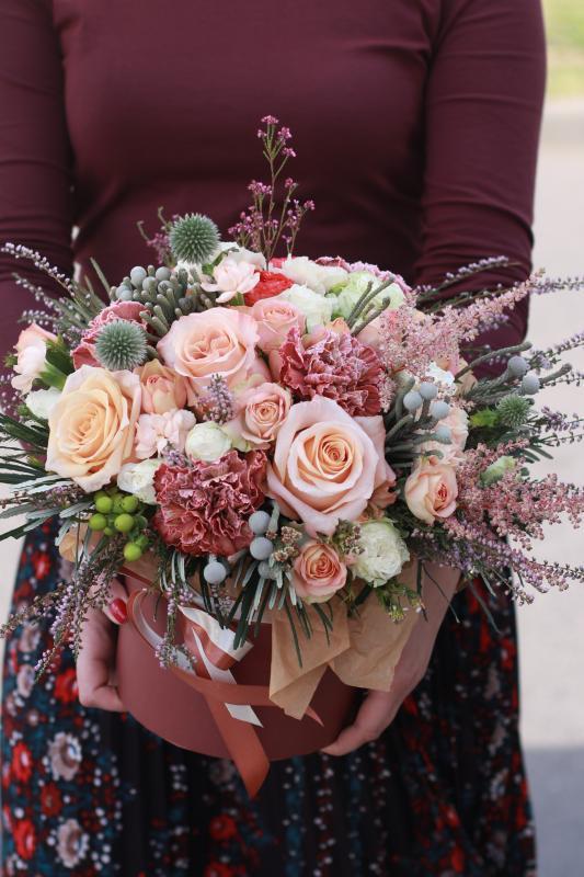 Шляпная коробка с цветами C0041