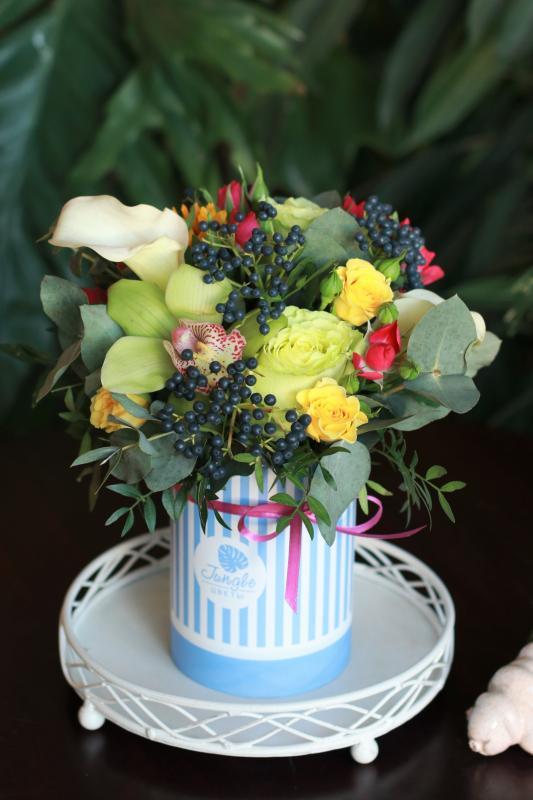 Шляпная коробка с цветами C0042
