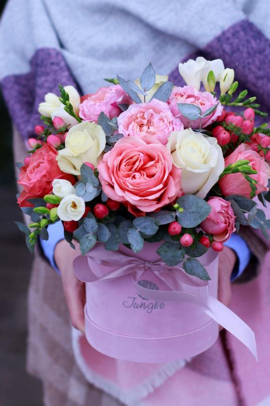 Шляпная коробка с цветами С0060