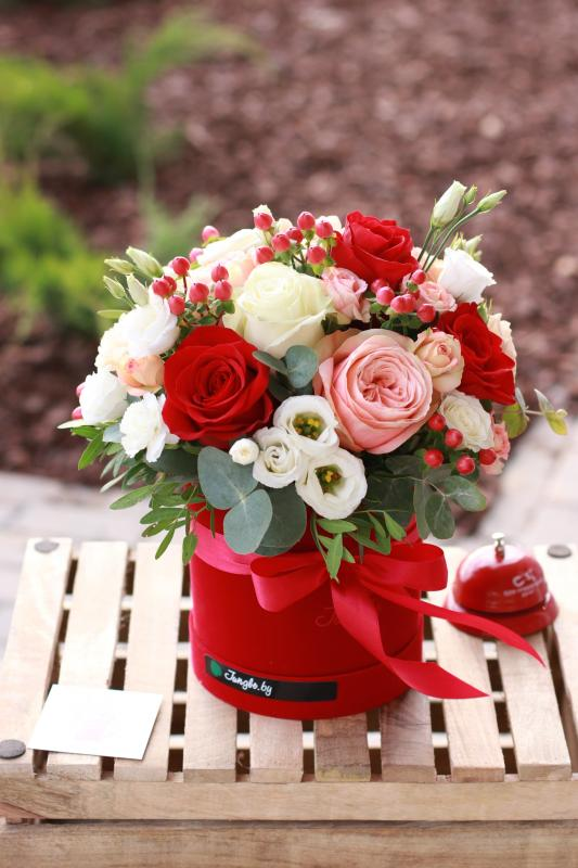 Шляпная коробка с цветами C0073
