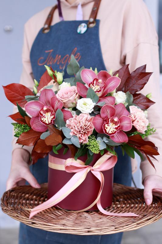 Шляпная коробка с цветами C0082
