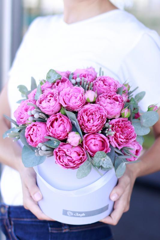 Шляпная коробка с цветами C0083